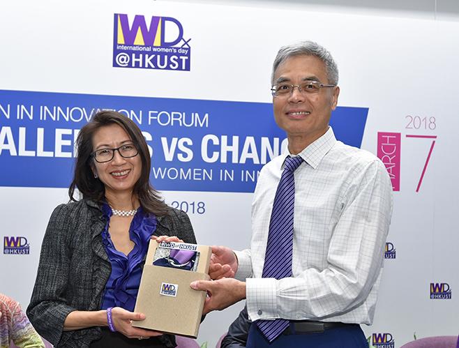 HKUST President Prof. Wei SHYY presenting souvenir to Prof kellee Tsai.